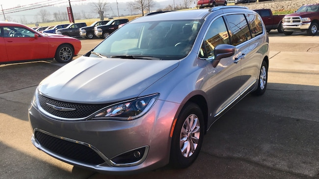 Used 2018 Chrysler Pacifica Touring L Van for sale in Gallipolis, OH