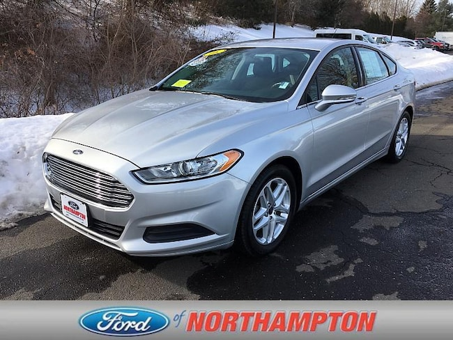 2016 Ford Fusion SE Mid-Size Car