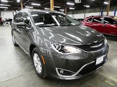 2019 Chrysler Pacifica TOURING L Minivan