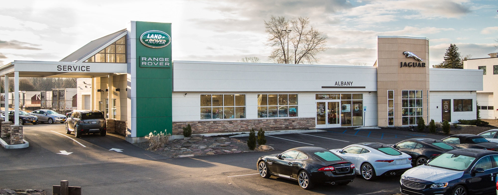 landrover rover news detail jaguar inaugurates surat dealerships opens land dealership in carzgarage jlr facility