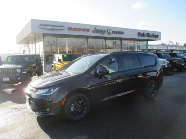 New 2019 Chrysler Pacifica TOURING L PLUS Passenger Van in Oak Harbor