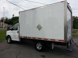 2017 Chevrolet Express Cuthaway cube 12 pieds Camera de recul Véhicule Commercial