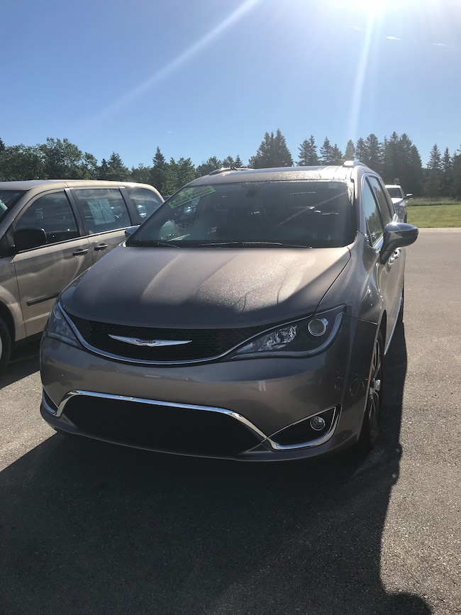 2017 Chrysler Pacifica Limited Passenger Van