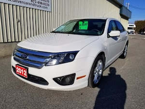 2012 Ford Fusion SE  LOCAL ACCIDENT FREE- LOW PAYMENT