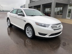 2018 Ford Taurus Limited Sedan 1FAHP2J80JG136657