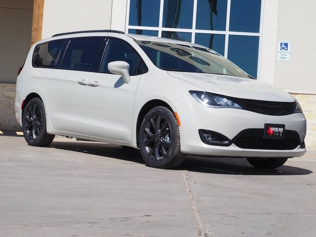 New 2019 Chrysler Pacifica TOURING L Passenger Van For Sale/Lease La Grange TX