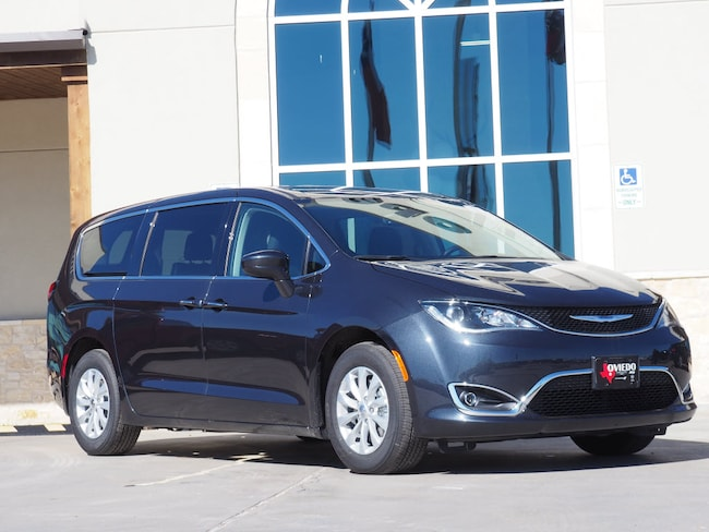 New 2019 Chrysler Pacifica TOURING PLUS Passenger Van For Sale/Lease La Grange TX