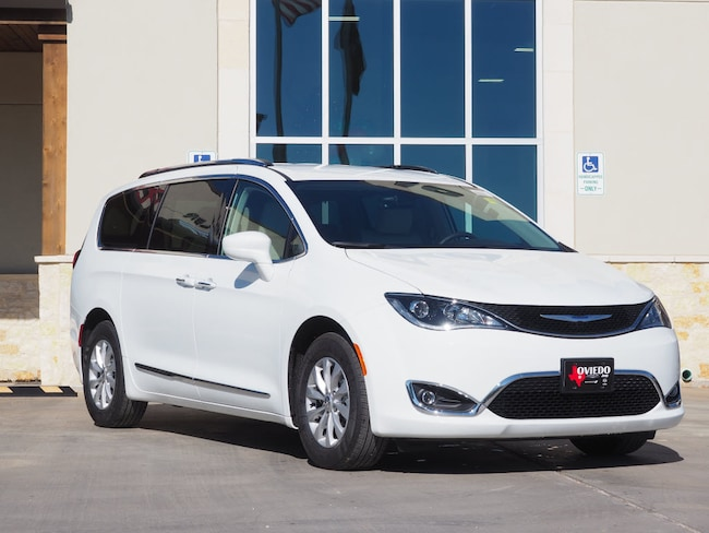 New 2019 Chrysler Pacifica TOURING L Passenger Van For Sale/Lease La Grange TX