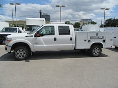 2015 FORD F-350 4x4 diesel crew cab with Reading Service Box