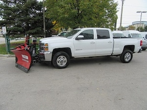 2017 Chevrolet Silverado 2500HD Crew Cab short box gas with new V plow Crew Cab