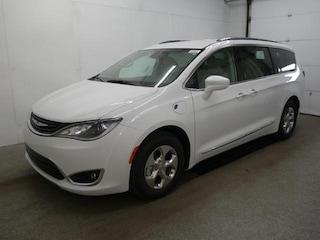 2018 Chrysler Pacifica Hybrid TOURING L Passenger Van For sale near Saint Paul MN