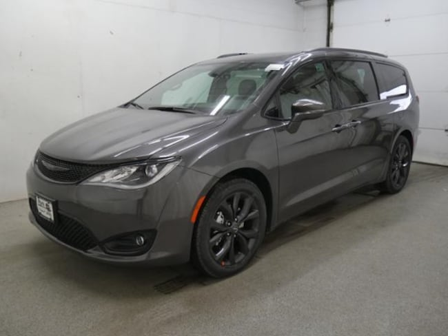 DYNAMIC_PREF_LABEL_AUTO_NEW_DETAILS_INVENTORY_DETAIL1_ALTATTRIBUTEBEFORE 2019 Chrysler Pacifica LIMITED Passenger Van DYNAMIC_PREF_LABEL_AUTO_NEW_DETAILS_INVENTORY_DETAIL1_ALTATTRIBUTEAFTER