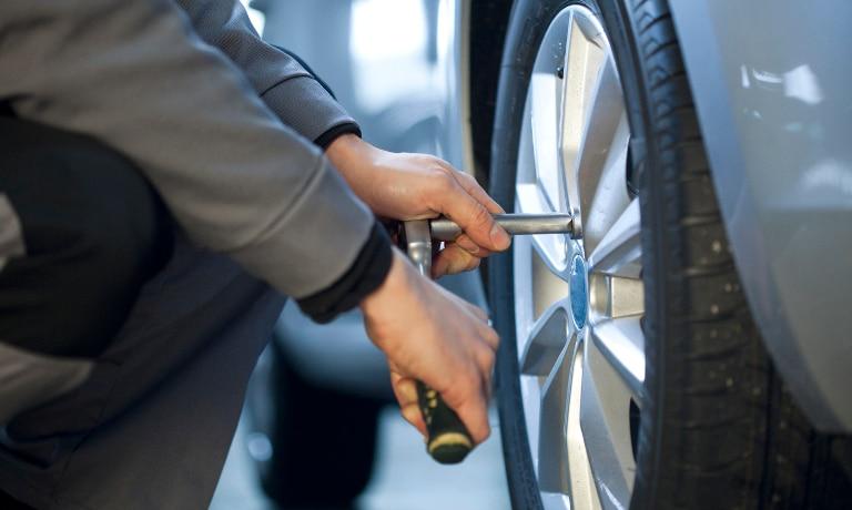 mechanic changing wheel