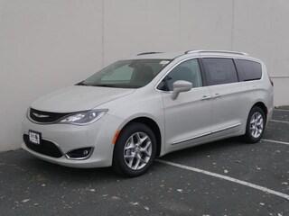 2019 Chrysler Pacifica TOURING L Passenger Van For sale near Saint Paul MN