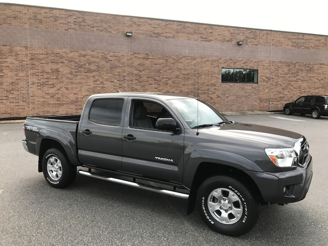 2015 Toyota Tacoma Double Cab V6 4x4 TRD Off-Road/Bluetooth/Rear Camera Truck Double Cab