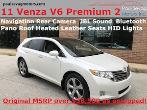 2011 Toyota Venza V6 Premium 2 Package  Leather/Pano Roof/Navigation/Fully Serviced