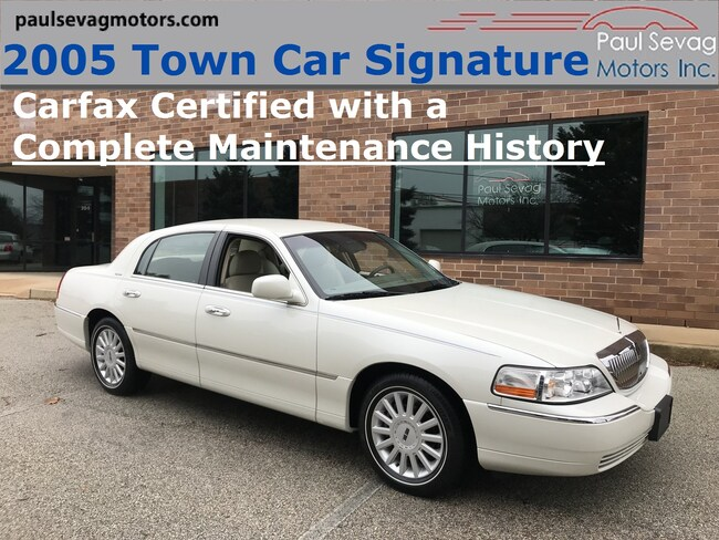 2005 Lincoln Town Car Signature with a Complete Maintenance History Sedan