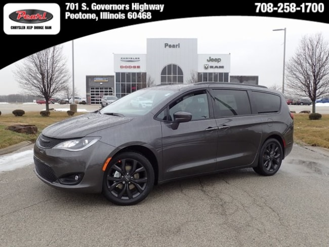 New 2019 Chrysler Pacifica TOURING L Passenger Van in Peotone, IL