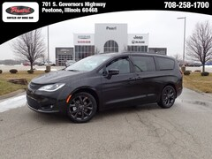 2019 Chrysler Pacifica LIMITED Passenger Van for sale in Peotone, IL