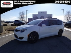 2019 Chrysler Pacifica TOURING L Passenger Van for sale in Peotone, IL