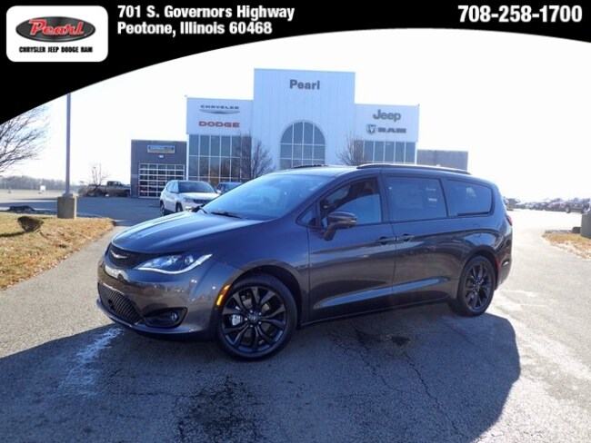 New 2019 Chrysler Pacifica LIMITED Passenger Van in Peotone, IL