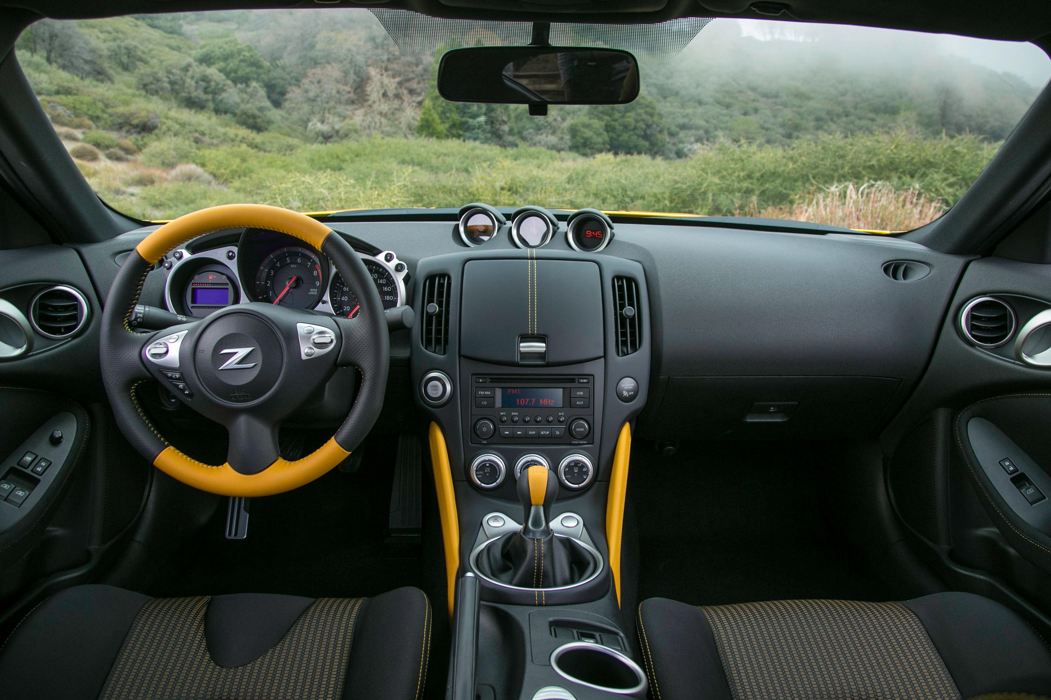 2018 370Z Heritage Edition interior