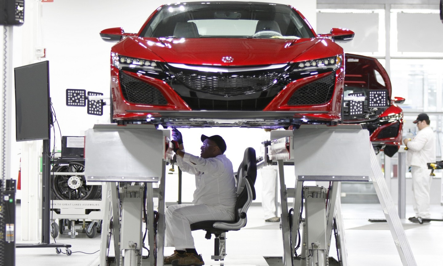 Acura NSX being manufactured by Acura professionals.