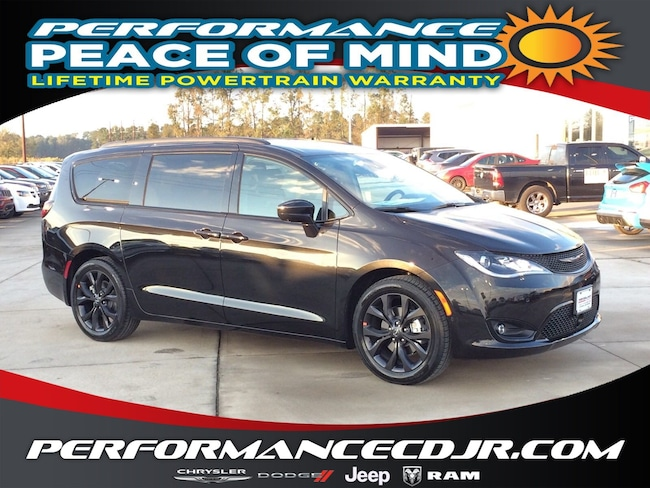 New 2019 Chrysler Pacifica TOURING L Passenger Van near Fayetteville