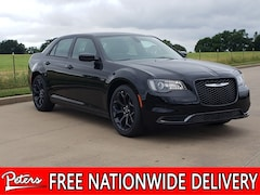 New 2019 Chrysler 300 TOURING Sedan 2C3CCAAG2KH636993 9D914 in Longview, TX