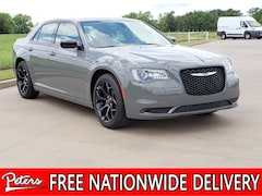 New 2019 Chrysler 300 TOURING Sedan 2C3CCAAG0KH636992 9D953 in Longview, TX