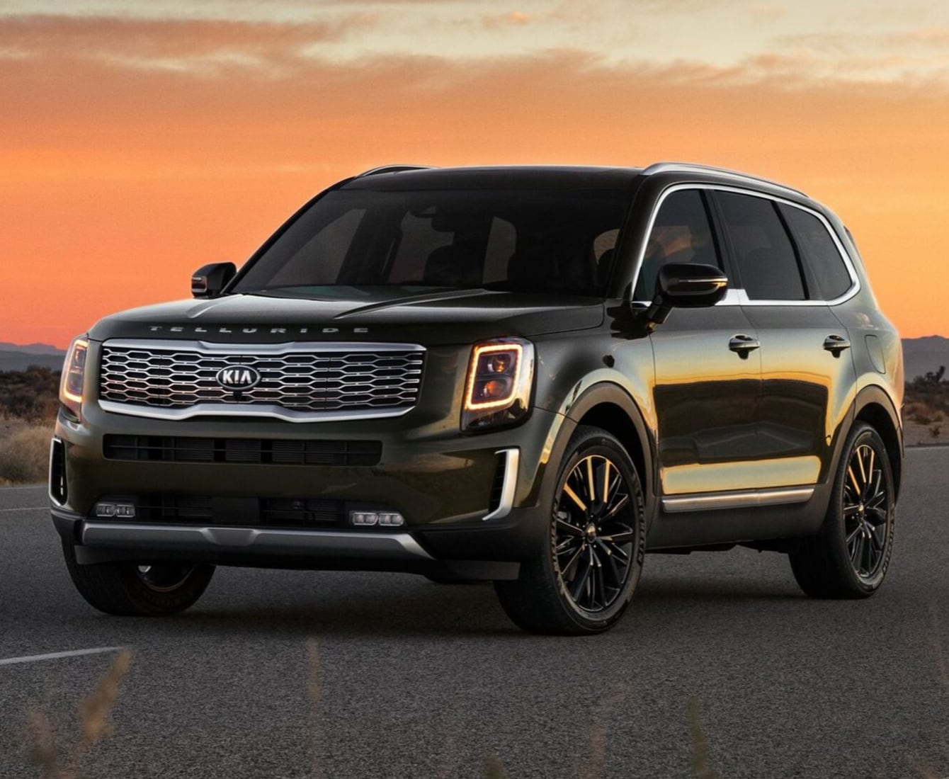2020 Kia Telluride Exterior view sunset mountains
