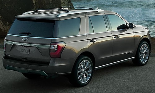 2020 Ford Expedition parked lake side cliff