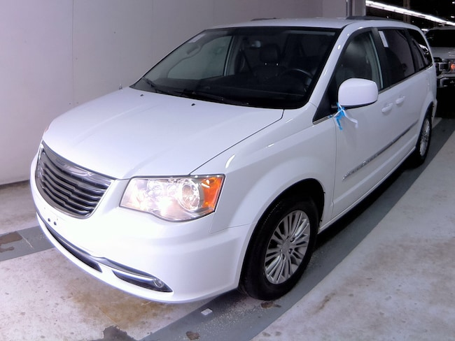2015 Chrysler Town & Country Touring-Leather Van Passenger Van