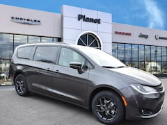 2019 Chrysler Pacifica LIMITED Passenger Van in Franklin, MA