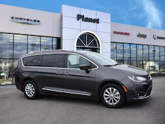 2018 Chrysler Pacifica Touring L FWD Van in Franklin, MA