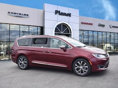 2018 Chrysler Pacifica Limited FWD Van in Franklin, MA