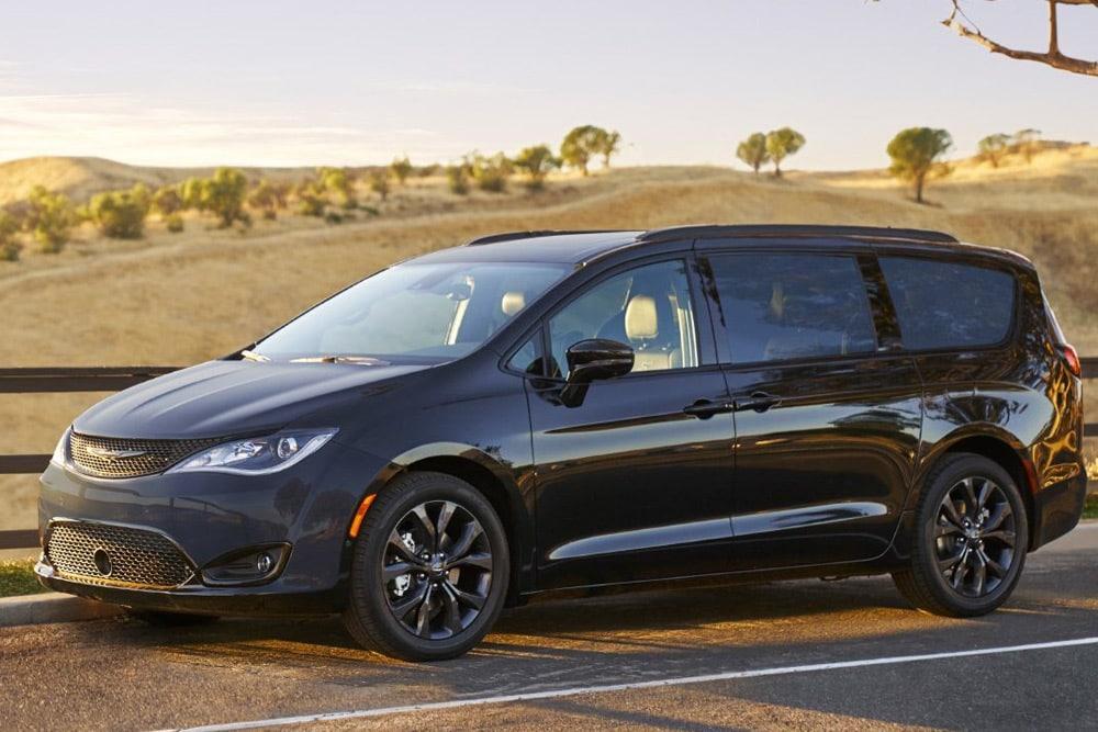 Best 2018 Minivans - Pacifica Hybrid