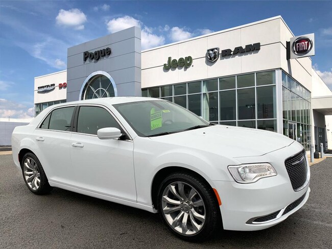 New 2019 Chrysler 300 TOURING L Sedan For Sale/Lease Powderly, KY