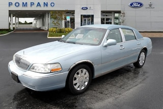 2005 Lincoln Town Car Signature Limited Sedan