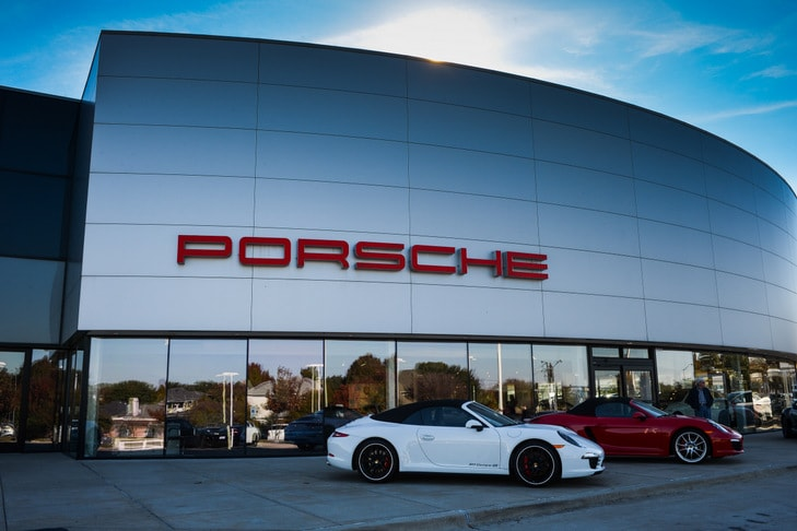 Porsche Plano dealership photo