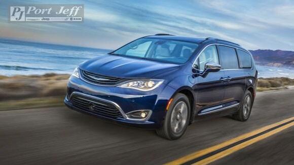 2017-Chrysler-Pacifica[3].jpg