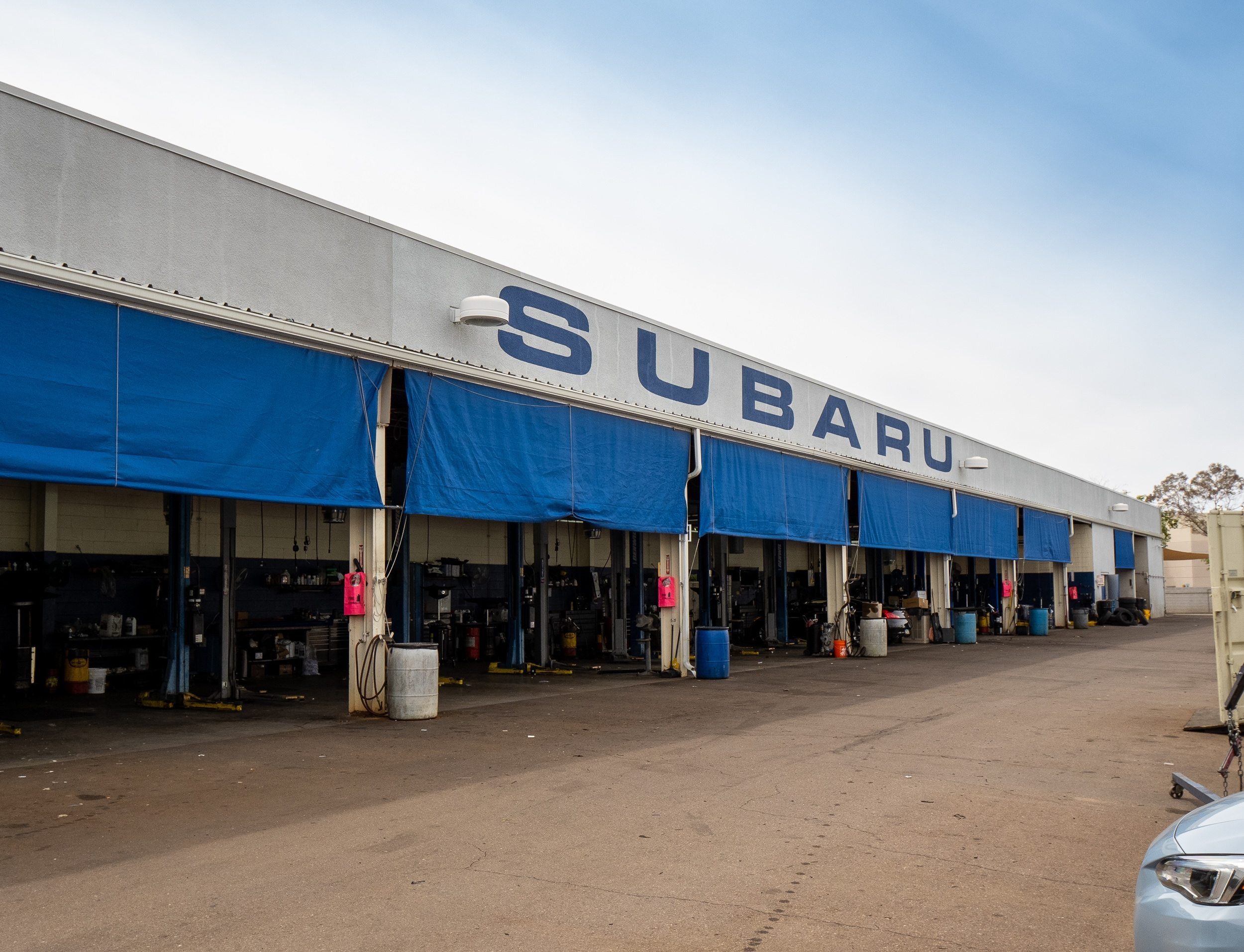 Exterior view of AutoNation Subaru Scottsdale Parts Center