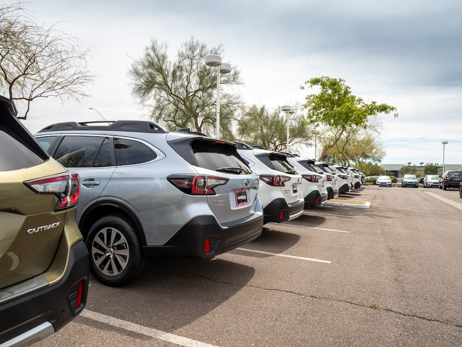 row of Subaru Outback vehicles sitting on a lot