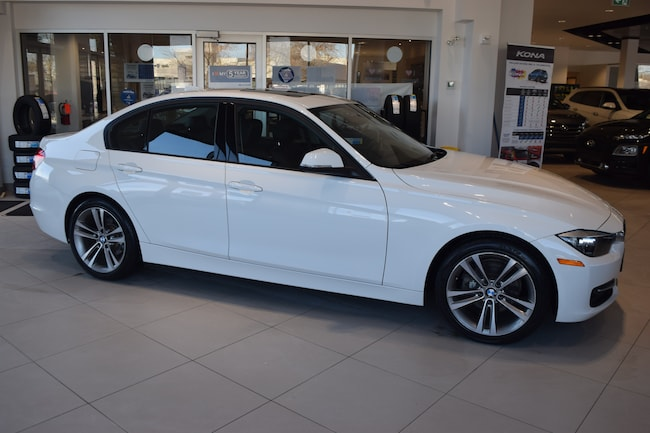 2015 BMW 320i xDrive w/ LOW KMS / SPORT PACKAGE Sedan