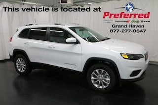 New 2019 Jeep Cherokee LATITUDE 4X4 Sport Utility for sale in Grand Haven MI