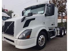 2014 VOLVO Day Cab