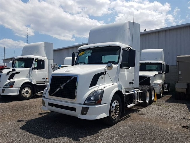 2012 VOLVO VNL-300 -SUPER CLEAN- MUST SEE!