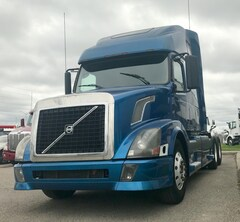 2004 VOLVO VNL-670 *VERY CLEAN* YOU CERTIFY YOU SAVE*