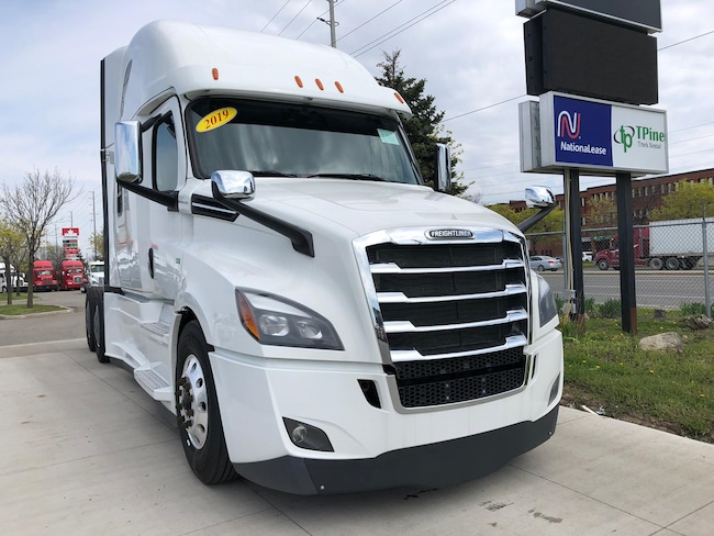 2019 FREIGHTLINER CASCADIA Fully Loaded