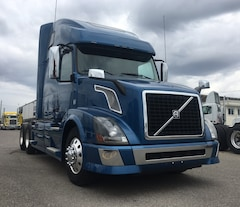 2014 VOLVO 670 SUPER CLEAN WITH OEM WARRANTY